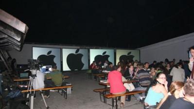 ADfel - Apple - Proiectie multi-visuals