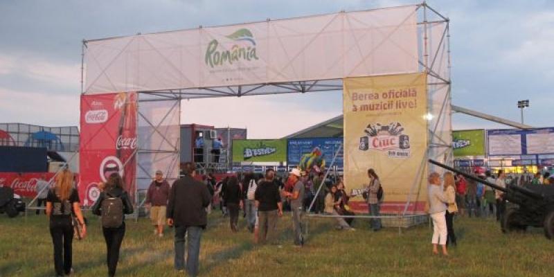 """In cadrul B'ESTFEST 2011 a avut loc prima etapa a programului de responsabilitate sociala """"B'ESTFEST Goes Green"""""""