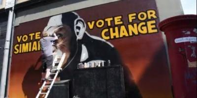 """Graffiti-uri care indeamna la revolutie pentru promovarea """"The Rise of the Planet of the Apes"""""""