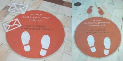 [UPDATE] Floor stickere care anunta accesul gratuit la internet oferit de Orange la metrou