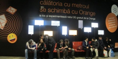 Ad-ul creat de Publicis pentru Orange anunta lansarea ofertei internet gratuit la metrou, prin 3G, cu 21.6 Mbps, pana la sfarsitul anului