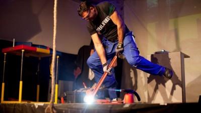 VARTA - Daniel Instalatorul la lansarea lanternei indestructibile VARTA