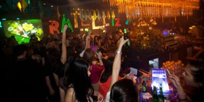 """3 petreceri Redd's in campania """"Complimente pentru fete"""""""