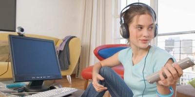 Studiu Mediascope: ce fac romanii online si schimbarea modului in care consuma media