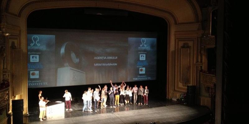 """[UPDATE] Gala Internetics 2012: MRM Worldwide e agentia anului, iar """"Romanii sunt destepti"""" primeste 6 trofee"""