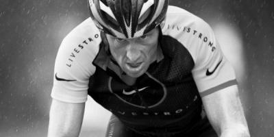 Nike rupe contractul cu Lance Armstrong ca urmare a acuzatiilor de dopaj