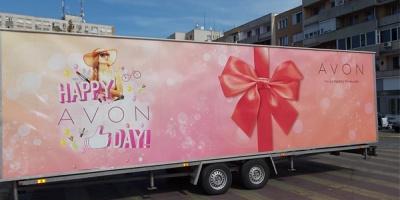 "155.000 de participanti la caravana aniversara ""Happy AVON Day"""