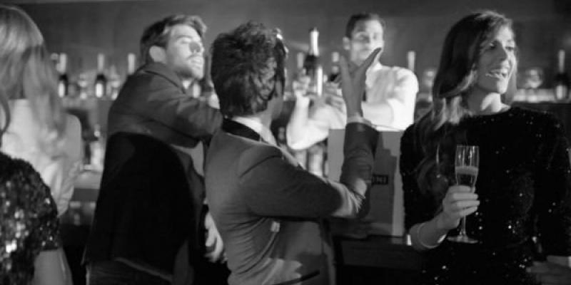 """Romanca Maria Bata pune in valoare sloganul """"Luck is an attitude"""" in noul spot Martini"""