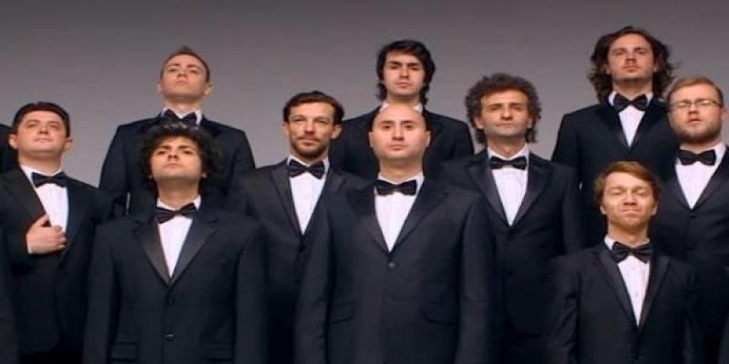 """Un cor de barbati transmite mesajul """"Mai bine DA"""" intr-o campanie ASIROM creata de G2 Romania"""