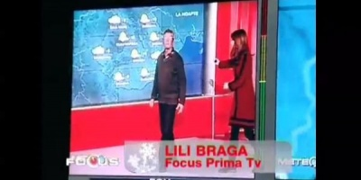 Oamenii strazii prezinta rubrica Meteo de la Prima TV, in cadrul unei campanii Samusocial