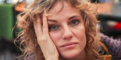 Cum isi promoveaza Lia Bugnar piesele de teatru prin status-uri creative pe Facebook