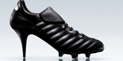 Expozitie cu pantofi