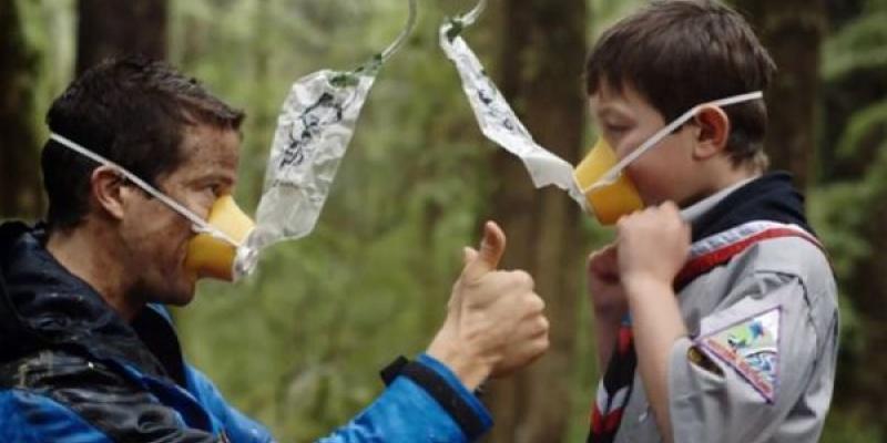 Viral cu Bear Grylls despre masurile de siguranta in timpul calatoriilor cu avionul