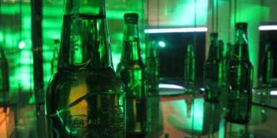 DJ mixing, partide de fotbal si piese de teatru la petrecerea aniversara Heineken 140 de ani