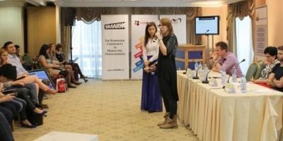 Cum comunica Let's Do It, Romania!, Carturesti, Okazii.ro si Doza de Has cu membrii comunitatilor create in jurul lor