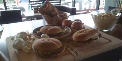 McDonald's isi propune sa vanda peste 300.000 de produse inspirate de gastronomia locala, in Saptamanile Romanesti