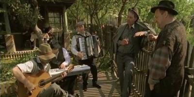 Jam session in ograda cu protagonistii reclamelor Cava d'Oro