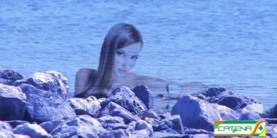 Crema de plaja care protejeaza fetele pana devin translucide