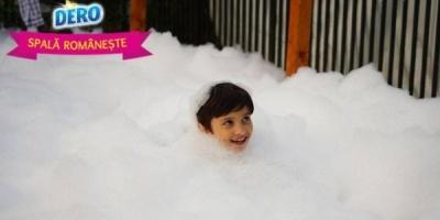 O baie de spuma si tricouri proaspete, aduse de DERO la ADfel 2013