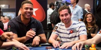 Ronaldo joaca poker la un turneu de profesionisti