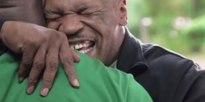 Dupa 16 ani, Tyson ii face un cadou lui Holyfield