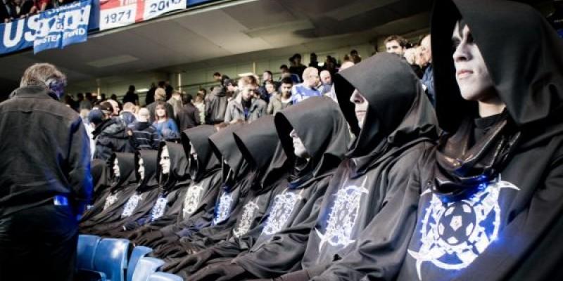 Franz Beckenbauer si echipa lui de fotbal salveaza lumea de extraterestri, intr-o campanie Samsung