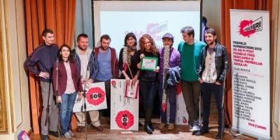 Oana Sandu castiga premiul Superscrierea Anului la Premiile Superscrieri, editia a III-a