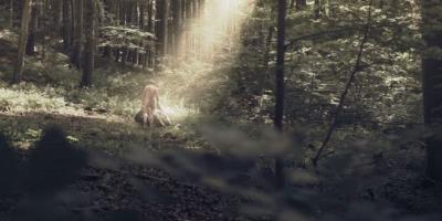 Sacrilegiu: oameni imbracati intr-o lume dezbracata