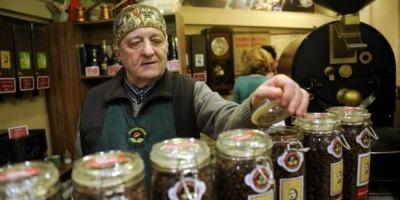 Domnul Florescu – probabil singurul cafegiu din lume care da autografe