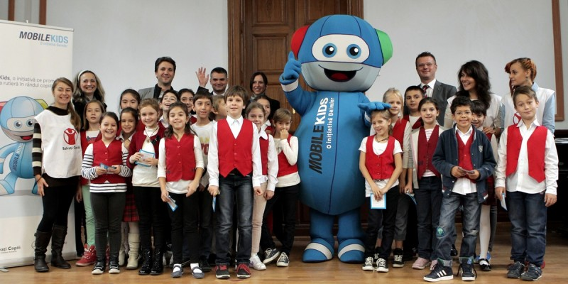 2.500 de copii au participat la sesiuni de informare pe tema sigurantei rutiere, oferite de Mercedes-Benz Romania