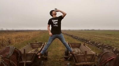 UaiUaiTricouri - Van Damme Volvo: Moldova Parody