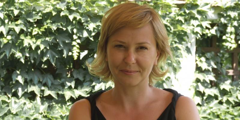 Via Tbilisi: Ema Prisca – Lucrand in afara am invatat ca a te crede special e provincial. La doua ore de avion sunt tone de speciali ca tine