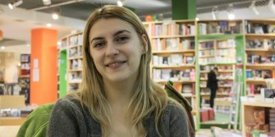 [Superscriitori] Ana Maria Ciobanu: Jurnalismul in care cred e o forma frumoasa de a scrie pentru a intelege, nu pentru a judeca sau pentru a-ti verifica convingerile adanc inradacinate