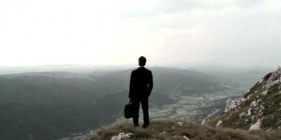 In sfarsit: un imn care sarbatoreste adevarata valoare a omului de Marketing