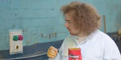 Nici un Super Bowl fara Doritos, nici un Doritos fara degete linse