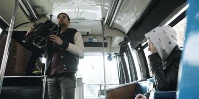 Petrecere foarte privata in autobuz