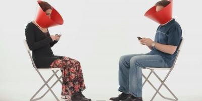 Eunucul modern – cu telefonul in buzunar si cu ochii la ceilalti