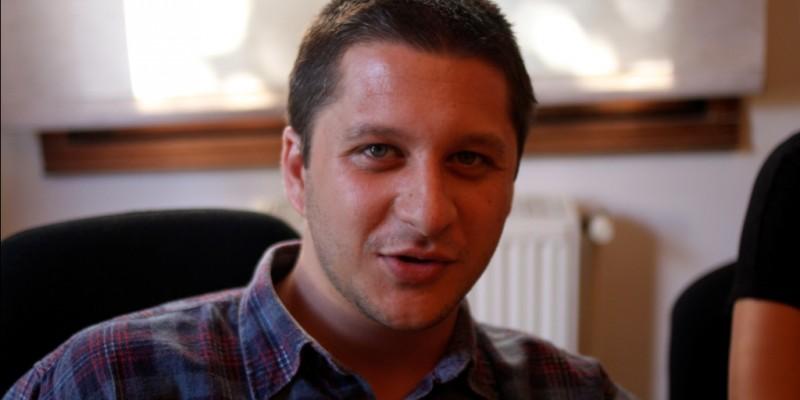 [AdLife] Alex Negoescu (CohnandJansen JWT): In liceu eram tipul ala care statea in ultima banca si facea glume proaste, il stiti