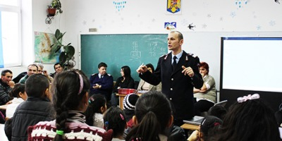 """2.500 de locuitori din 7 judete educati cu privire la situatiile de urgenta in cadrul programului """"Protejeaza-ti caminul, pregateste-ti comunitatea"""""""