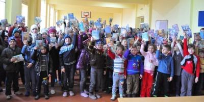 "Curtea Veche Publishing a initiat campania de donatii ""Cartile copilariei in fiecare casa"""