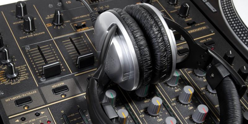 Kubis Interactive are incepand de azi un departament de DJ