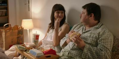 """Curcubeu in cerul gurii. Un nou spot TV parte din campania """"Saptamani Romanesti"""" de la McDonald's"""