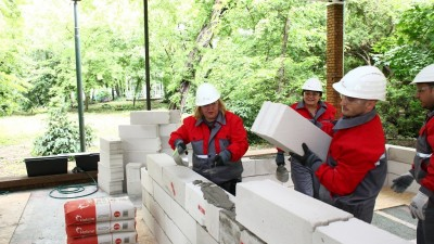Holcim Romania sustine certificarea profesionala a meseriasilor zidari