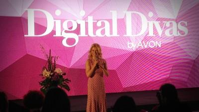 Drumurile tuturor divelor digitale duc la Palatul Ghika