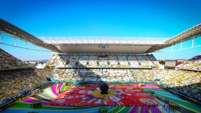 Mozaic cu 200.000 de poze trimise de fani din toata lumea, dezvaluit de Coca-Cola la deschiderea Cupei Mondiale FIFA 2014
