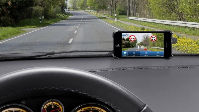 Bosch lanseaza o aplicatie pentru smartphone care citeste semnele de circulatie
