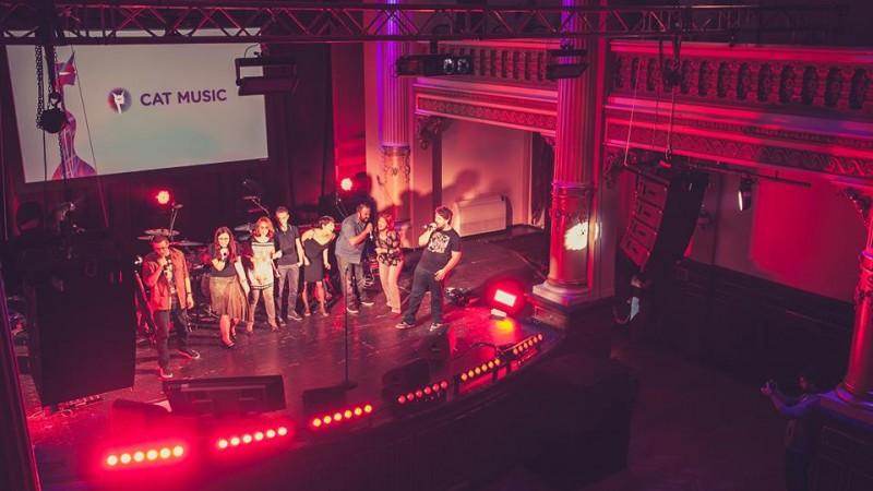FIVE'S la Cupa Agentiilor la Karaoke: Sala, sala, vrem spectacol!