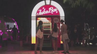 Automate Coca-Cola tunate cu sisteme JukeBox