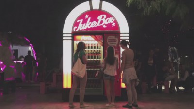Automate Coca-Cola tunate cu sisteme JukeBox