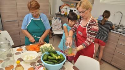 Dr.Oetker aduce bunatati si bucurie in SOS Satele Copiilor Romania